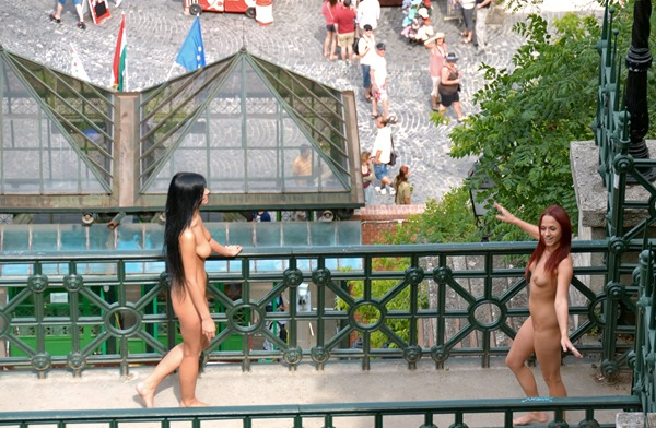 hot-babes-nude-in-public