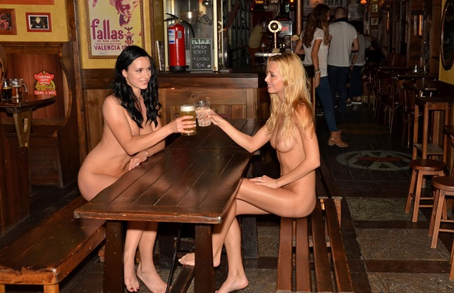 nude-in-public-the-bar